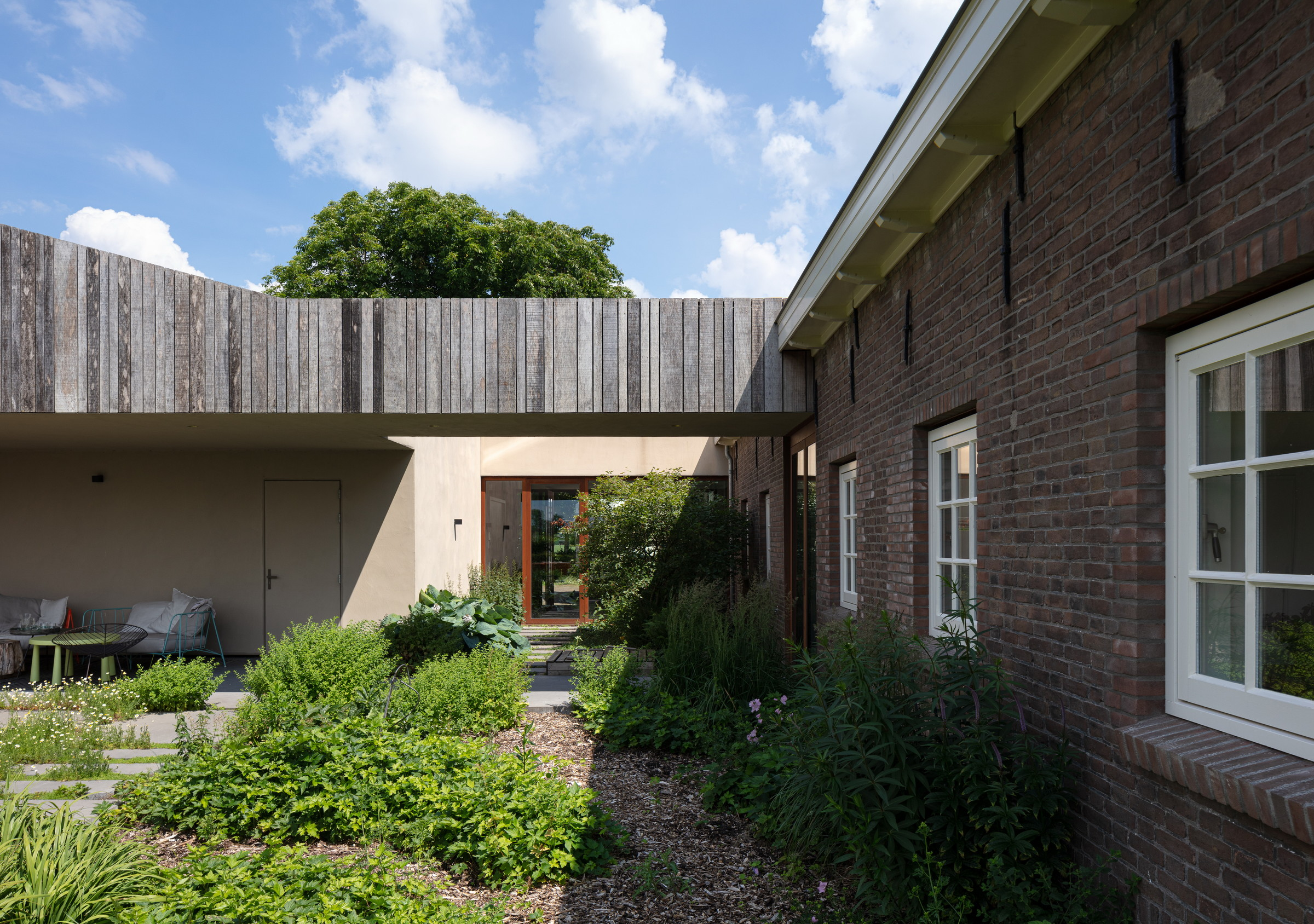 13-Zecc_Architecten-Farm_house-Utrecht-wood-concret.JPG